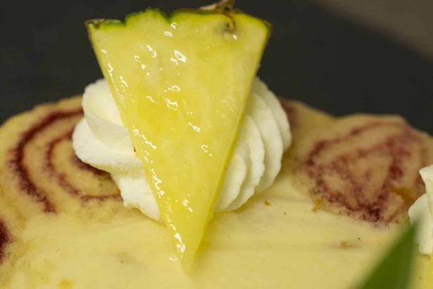 Nahaufnahme Ananas Royal Torte