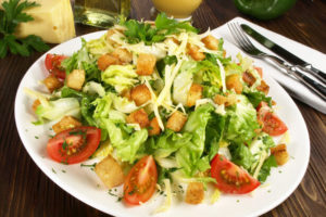 Croutons auf Caesars Salat