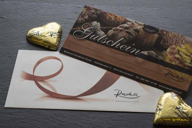 Geschenkgutschein mit Schokolade-Herzen